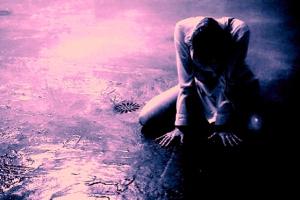 alone-crying-girl-heartbroken-sad-Favim.com-250063